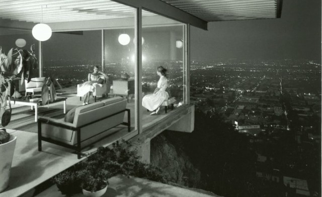 The Stahl House (1961), overlooking Los Angeles, photographed by Julius Shulman.