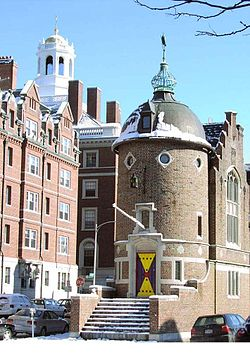 Lampoon Castle. (wikipedia.org)