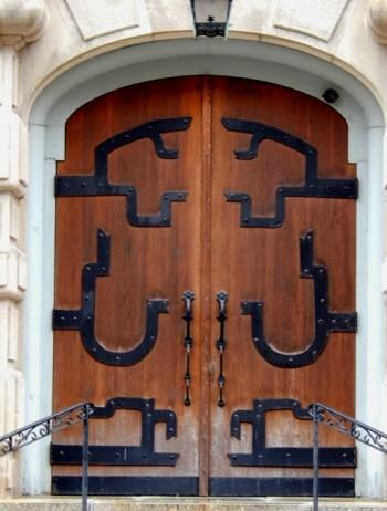 Gloria Dei, front doors