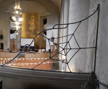 Gloria Dei, spider web rail