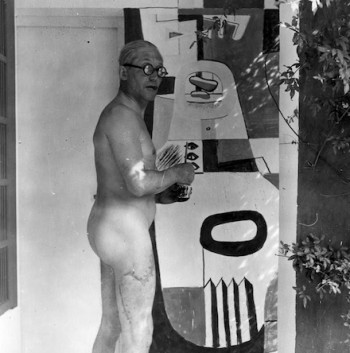 Le Corbusier painting in the nude. (thecharnelhouse.org)