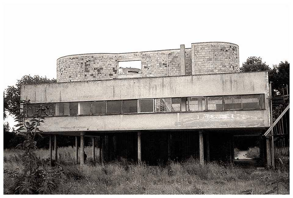 Corbusier s villa savoye in sad shape before recent renovation