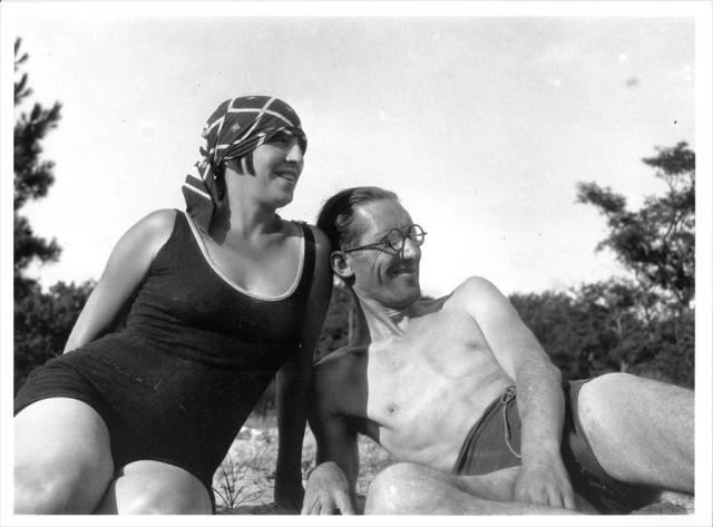 Le Corbusier with another woman, his wife Yvonne Gallis, at Le Piquey in 1930. (nicholasfoxweber.com)