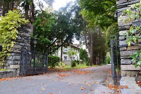 Through gateway at 440-460 Rochambeau, the Granoff estate on Blackstone Boulevard. (Photo by Yisrael Yavner)
