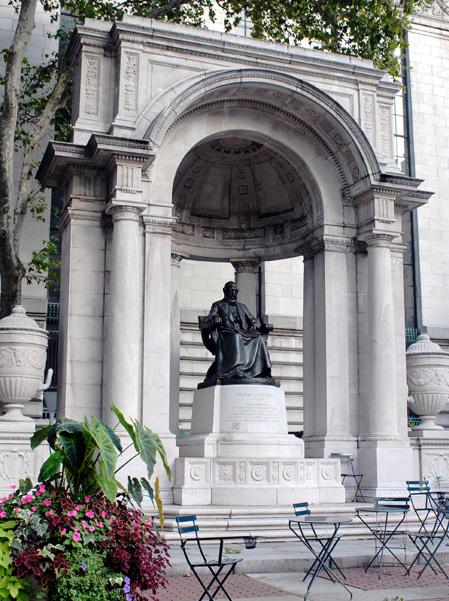 Bryant Park, Statues