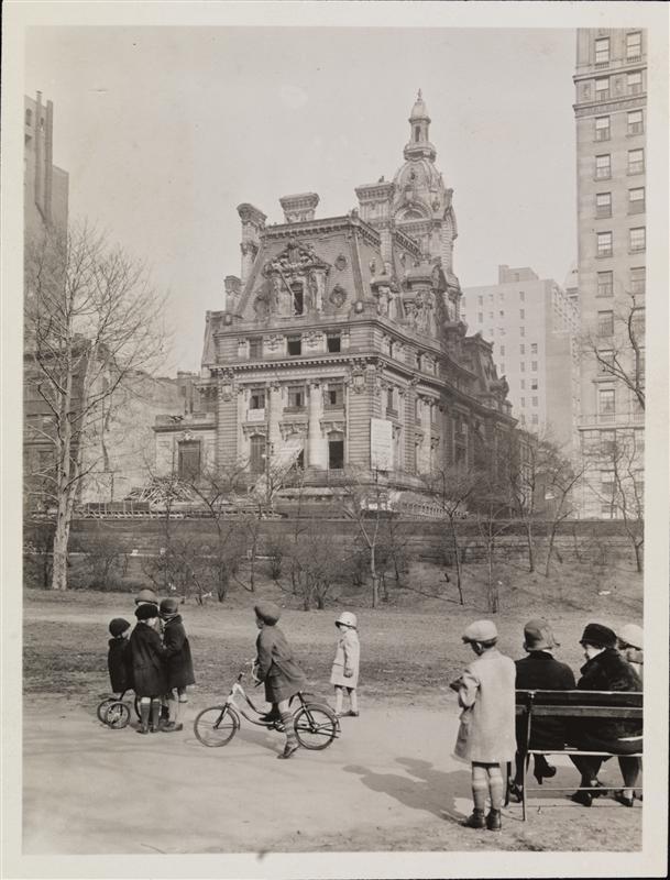 Mansion on Park Avenue built for copper magnate of the Gilded Age. (beyondthegildedage.com)