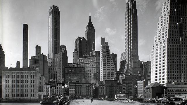 The New York skyline circa, I would imagine, 1950. (hdc.org)