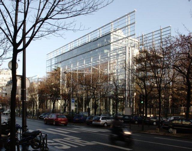 Fondation Cartier, in Paris, by Jean Nouvel. (germanopratines.fr)