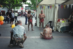 Aborigines in a Canberra public space. (2008downunder.blogspot.com)