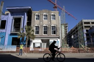 Old Charleston under attack by the new. (nytimes.com)