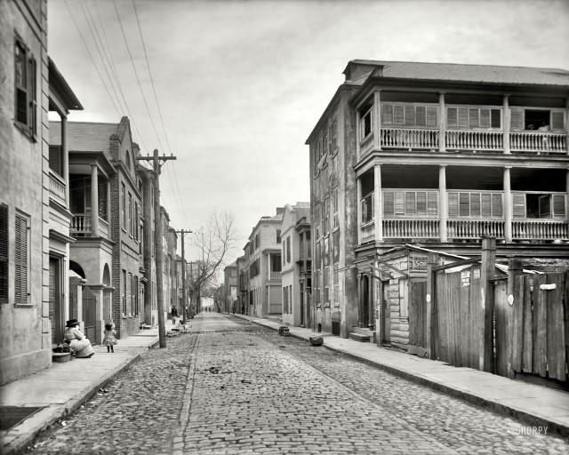 Tradd Street in Charleston, circa 1910. (shorpy.com)