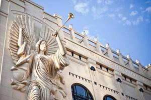 Angels trumpeting at Bass Hall. (gopixpic.com)