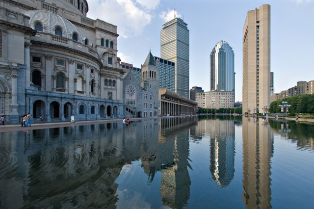 View toward Prudential Center and 111 Huntington Ave., with the tiara. (worldradiomap.com)