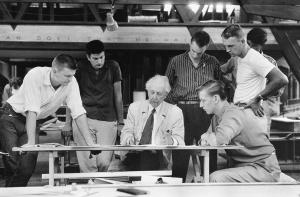 FLW in class, 1957. (flwfoundation.tumblr.com)