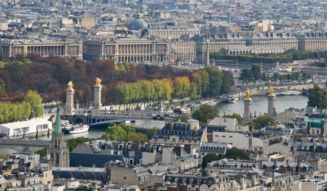 Paris along the Seine. (swide.com)