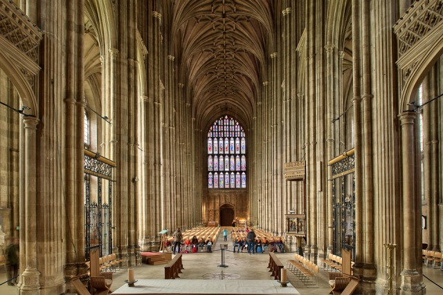 The nave of Canterbury Cathedral. (tonesshots.com)