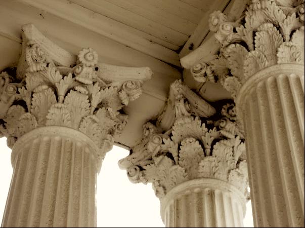 Inside corner of Corinthian columns. (searshomes.org)