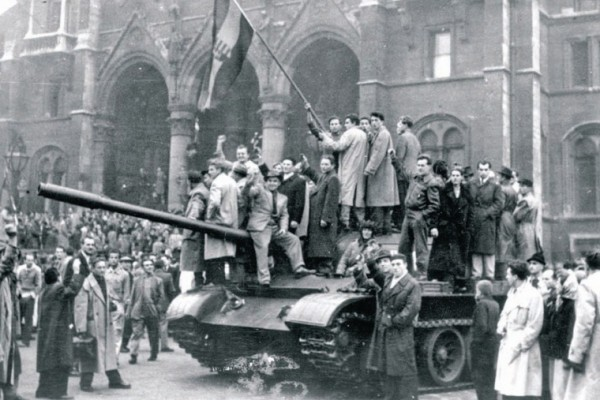 Scene from the Hungarian uprising in 1956 Budapest. (dailynewshungary.com)