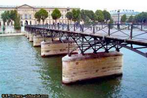 Pont des Arts, in Paris. (virtourist.com)