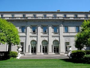 The Frick Collection, on Fifth Avenue. (Wikipedia)
