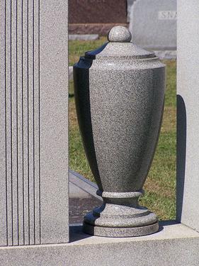 Funeral urn. (jonesfuneral.com)