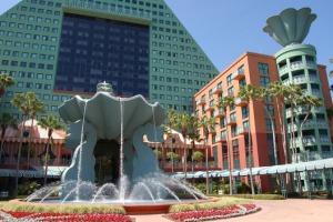 Dolphin Resort at Disney World, by Graves. (James Cornetet - critiquethis.us)