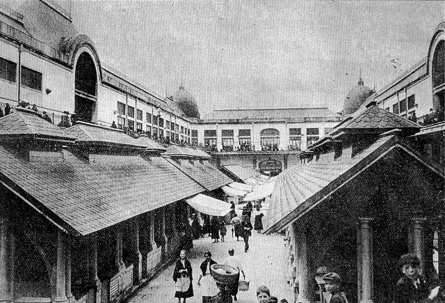 Historical photo of interior of Mercado do Bolhao. (Old Portuguese Stuff)