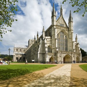 Winchester Cathedral. (hotelduvin.com)