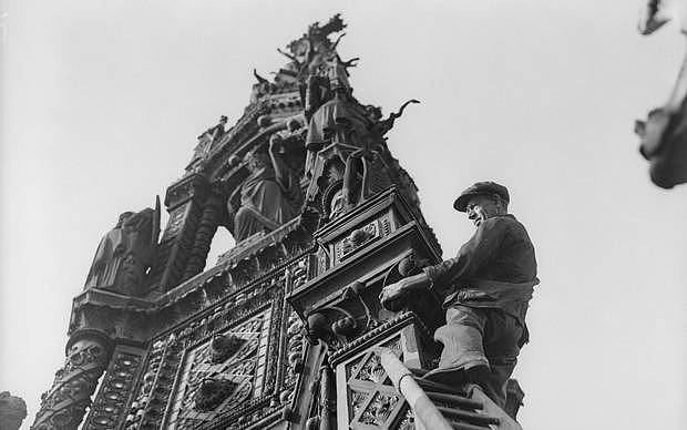 The Albert Memorial on Kensington Gore (in London) gets a scrub. (Hulton/Getty)