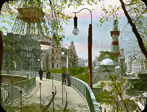 Movable sidewalk at the Paris world's fair of 1900. (messynessychic.com)