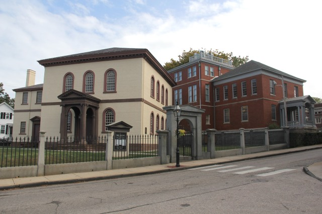 Touro Synagogue at left; Newport Historical Society at right.
