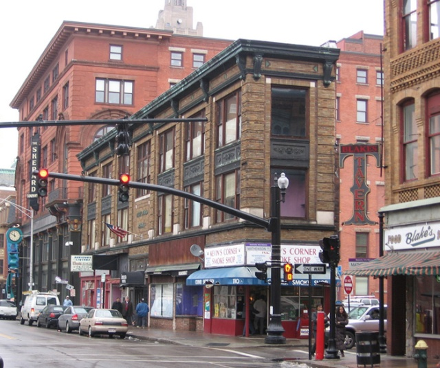 The George C. Arnold Building, 11 feet wide, built in 1923. (coroflot.com)