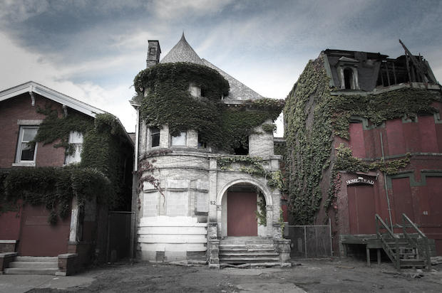 Photos of abandoned houses by Seph Lawless.