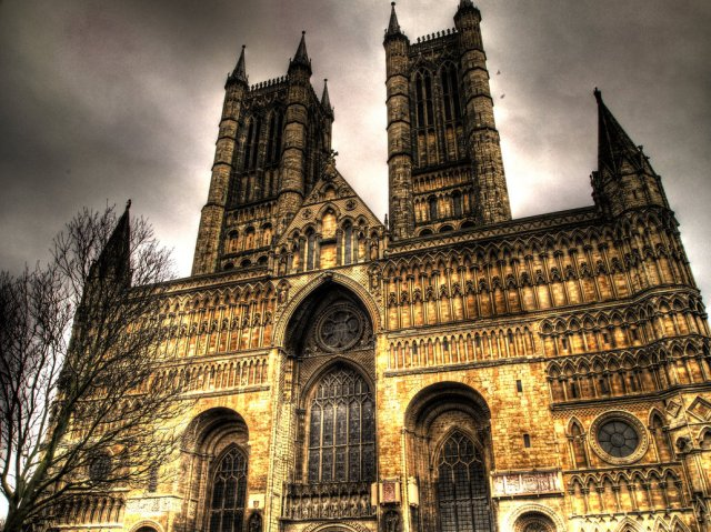 Lincoln_Cathedral_by_DBM92.jpg