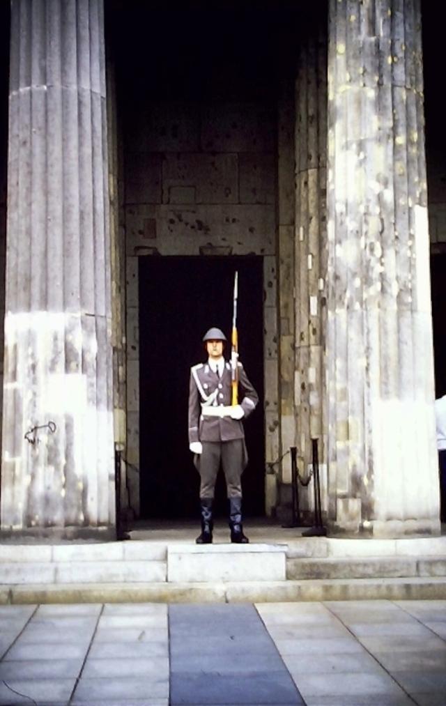14 1986 Neue Wache.jpg