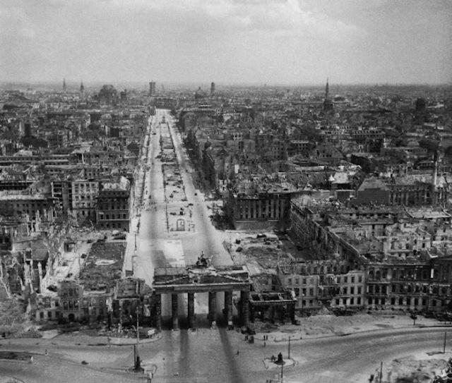 18 Berlin in 1945.jpg